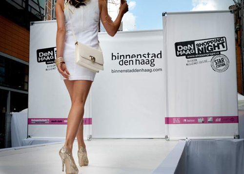 ShoppingNight dame op catwalk