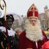 Sinterklaas en zijn Pieten bezoeken Vruchtenbuurt Den Haag: Foto's