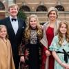 Foto's privéfeest van vijftigste verjaardag van de Koning